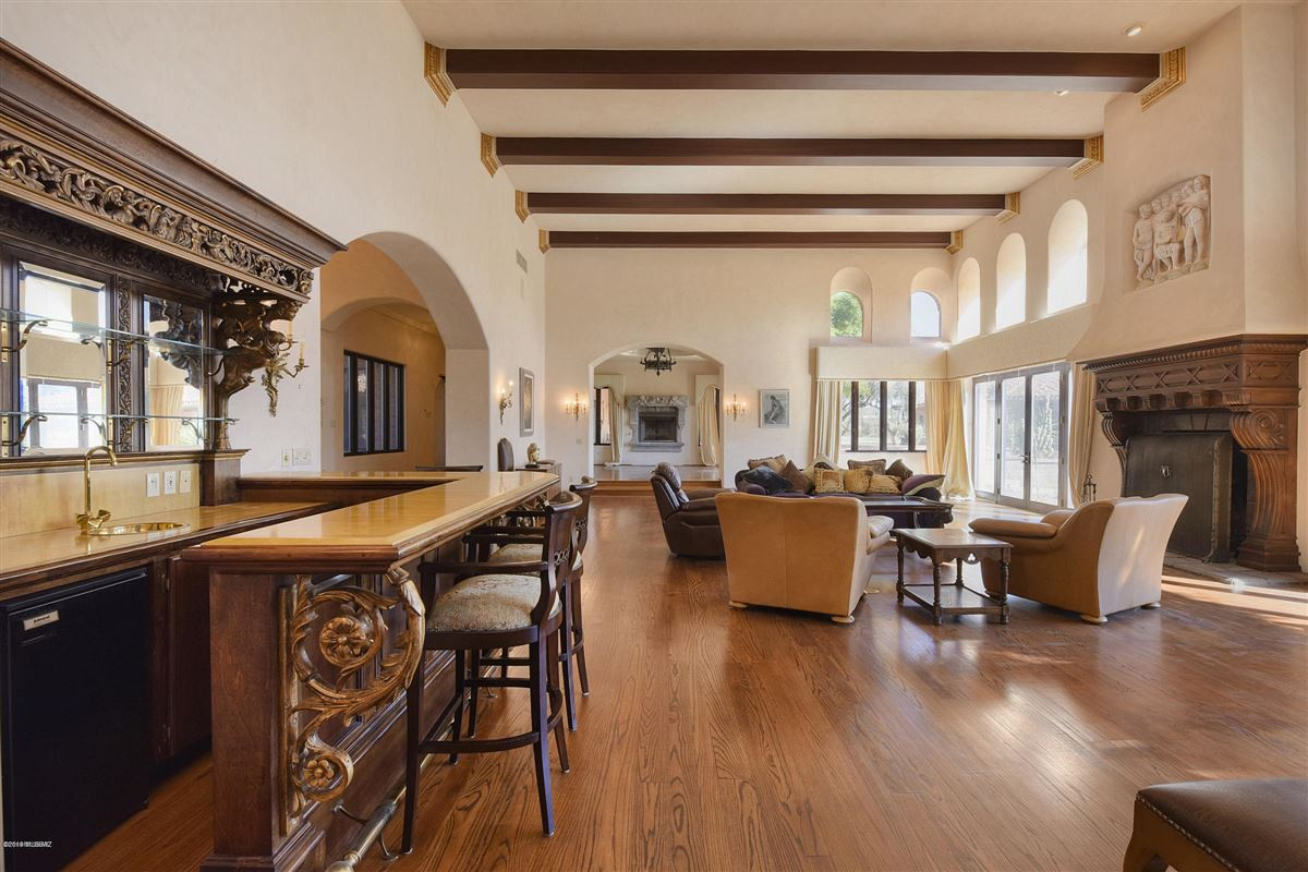 Mansions exclusive gated property in La Cholla Airpark