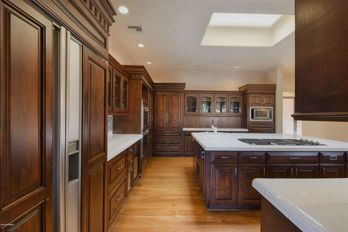 Luxury homes in exclusive gated property in La Cholla Airpark