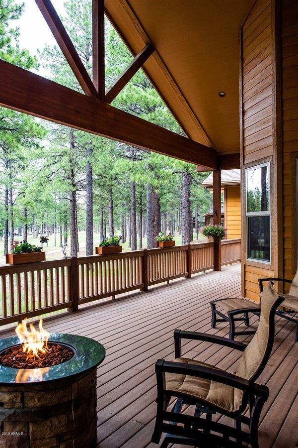 Luxury real estate Gorgeous single-level custom home on the fairway