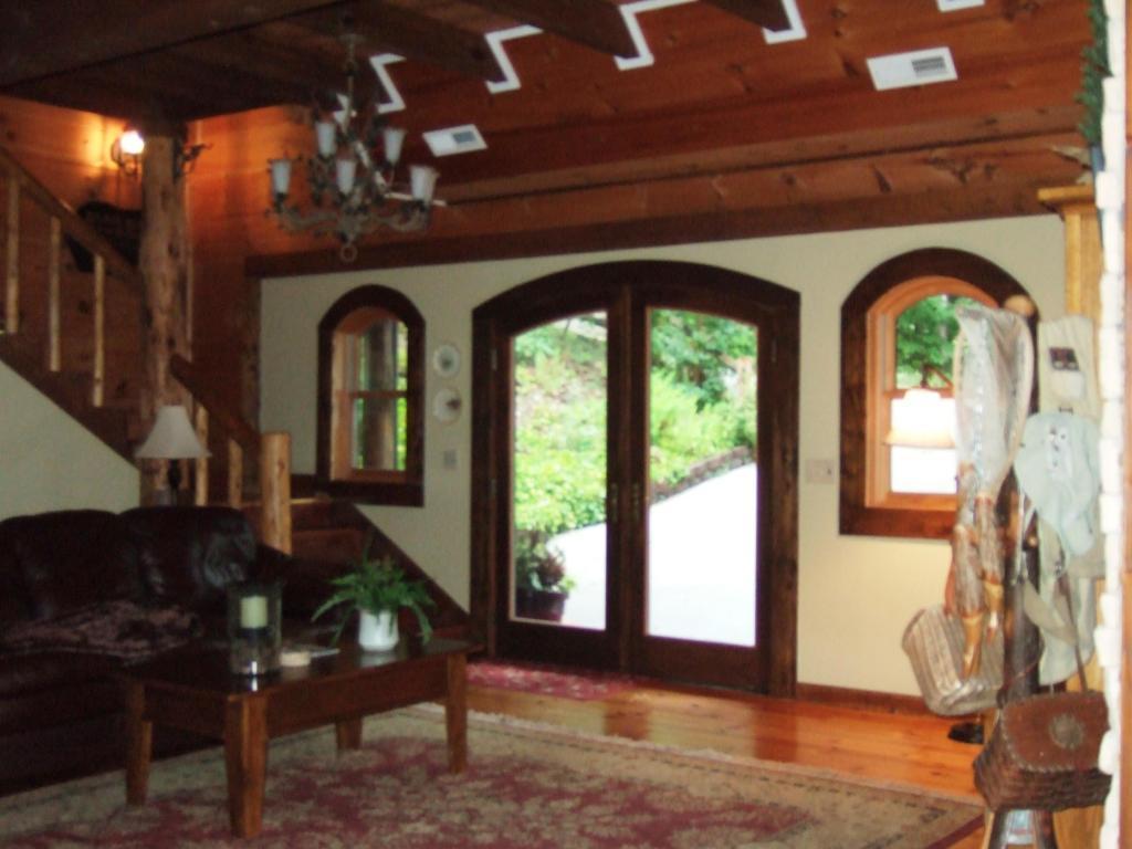 Luxury real estate norris lake front custom built log home