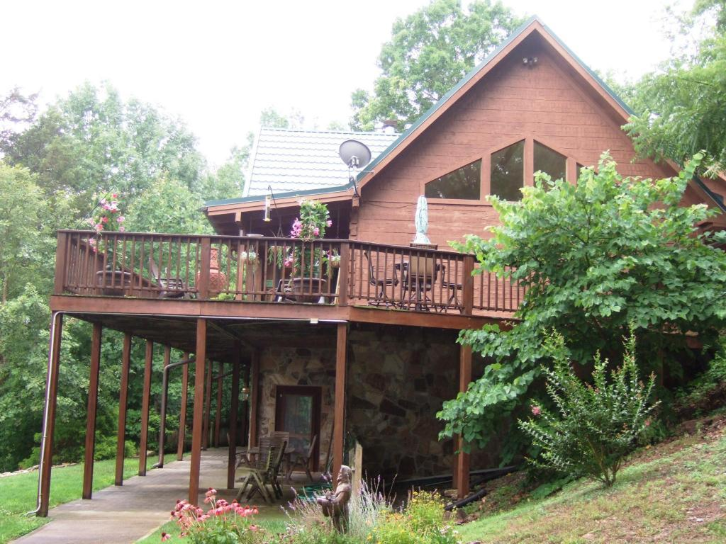 Luxury real estate norris lake front custom built log home