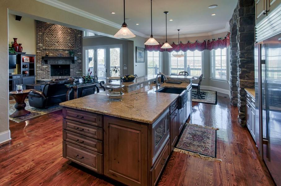 Luxury homes in Farmgate Lane 12800