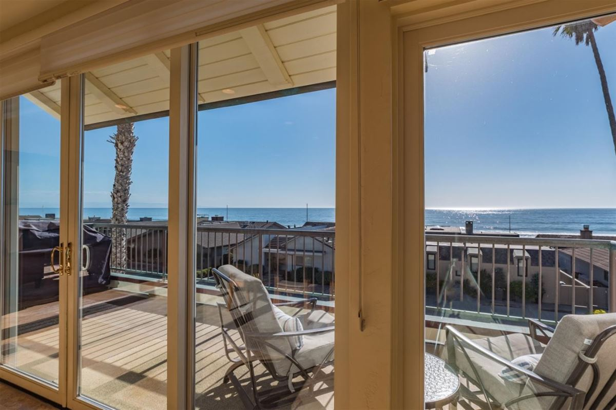Mansions in Ultimate Beach home luxury in aptos