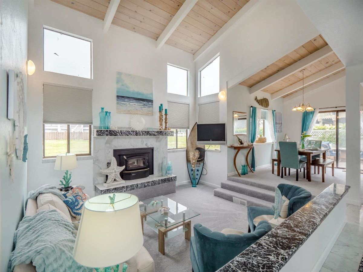 Luxury homes in Sweet comfy beach house