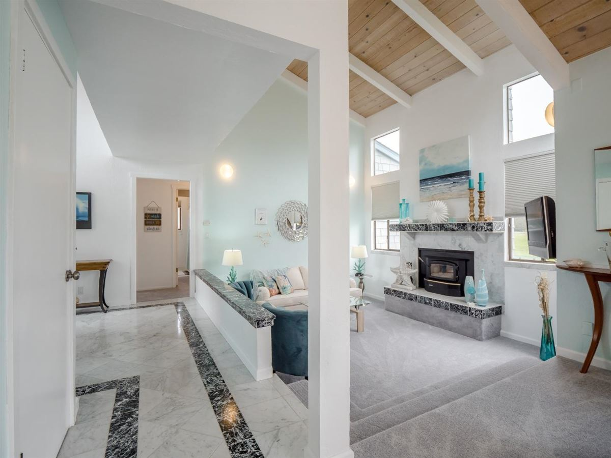 Sweet comfy beach house luxury homes