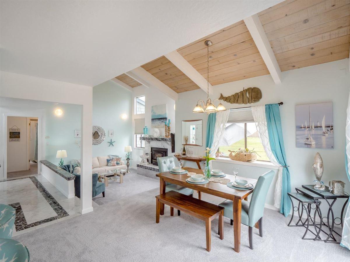 Luxury properties Sweet comfy beach house