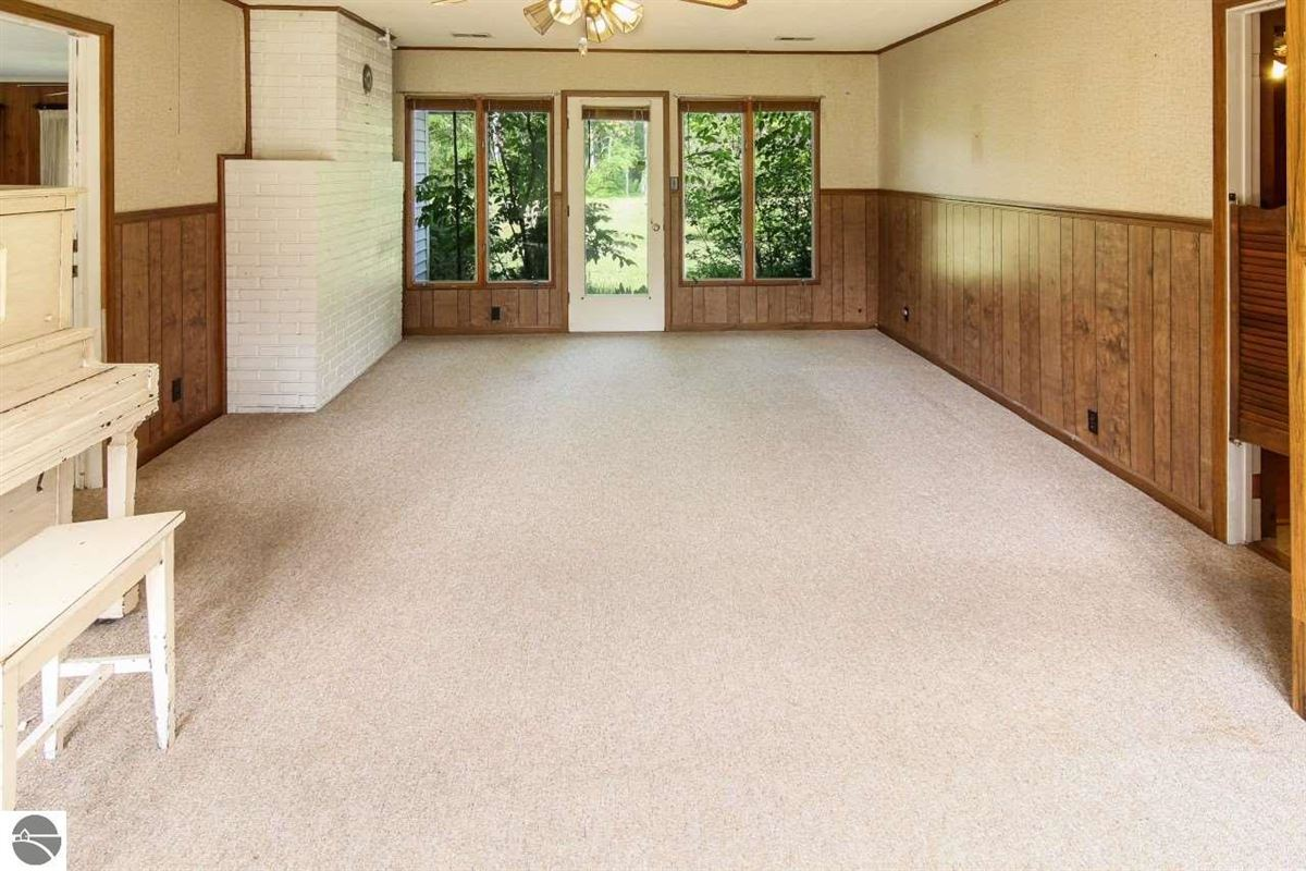 Luxury homes beautiful estate-size parcel in Glen Arbor