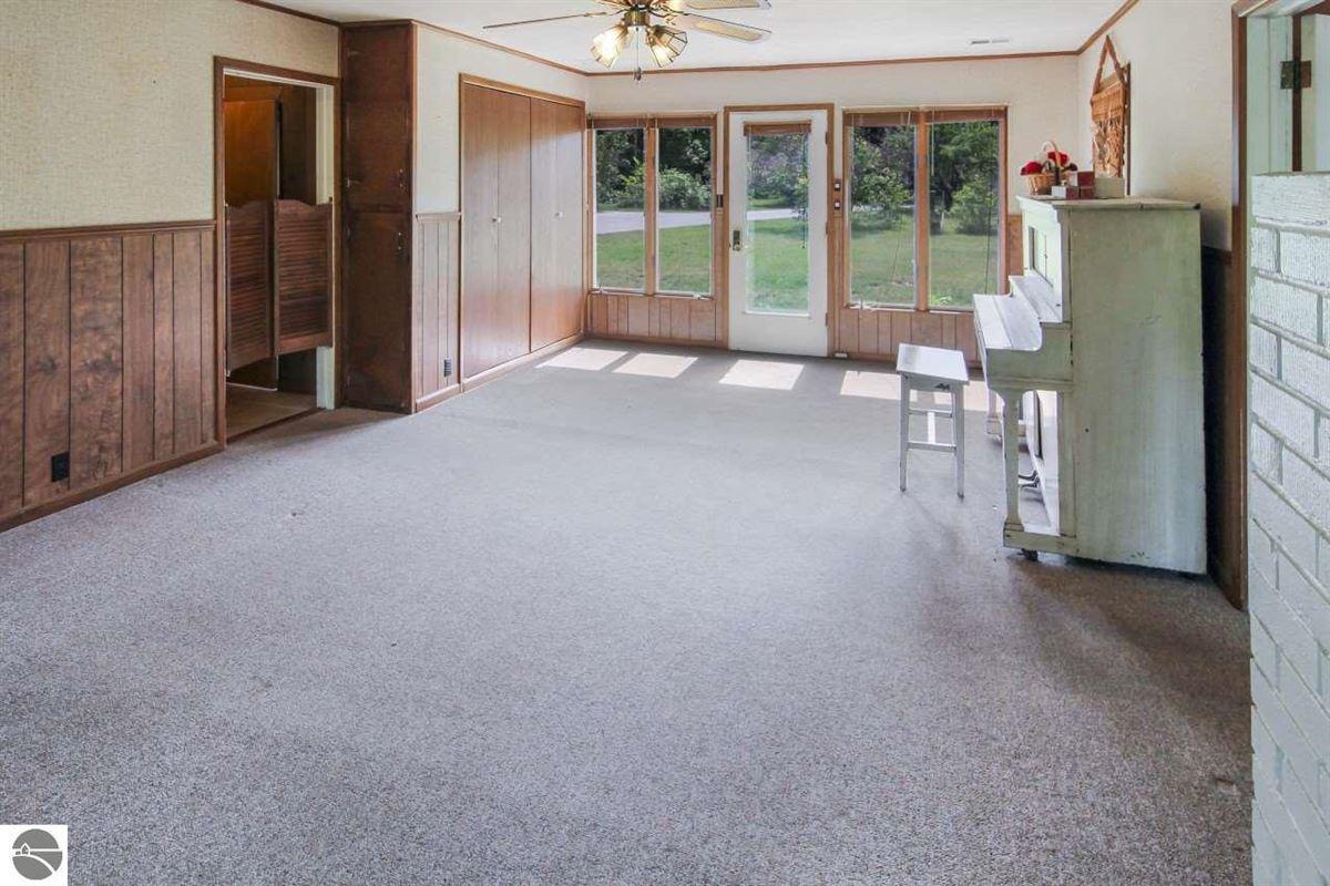 beautiful estate-size parcel in Glen Arbor luxury homes