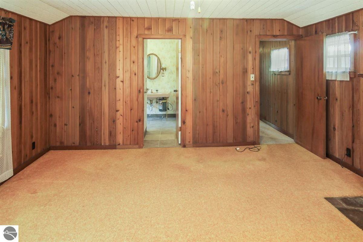 Mansions beautiful estate-size parcel in Glen Arbor