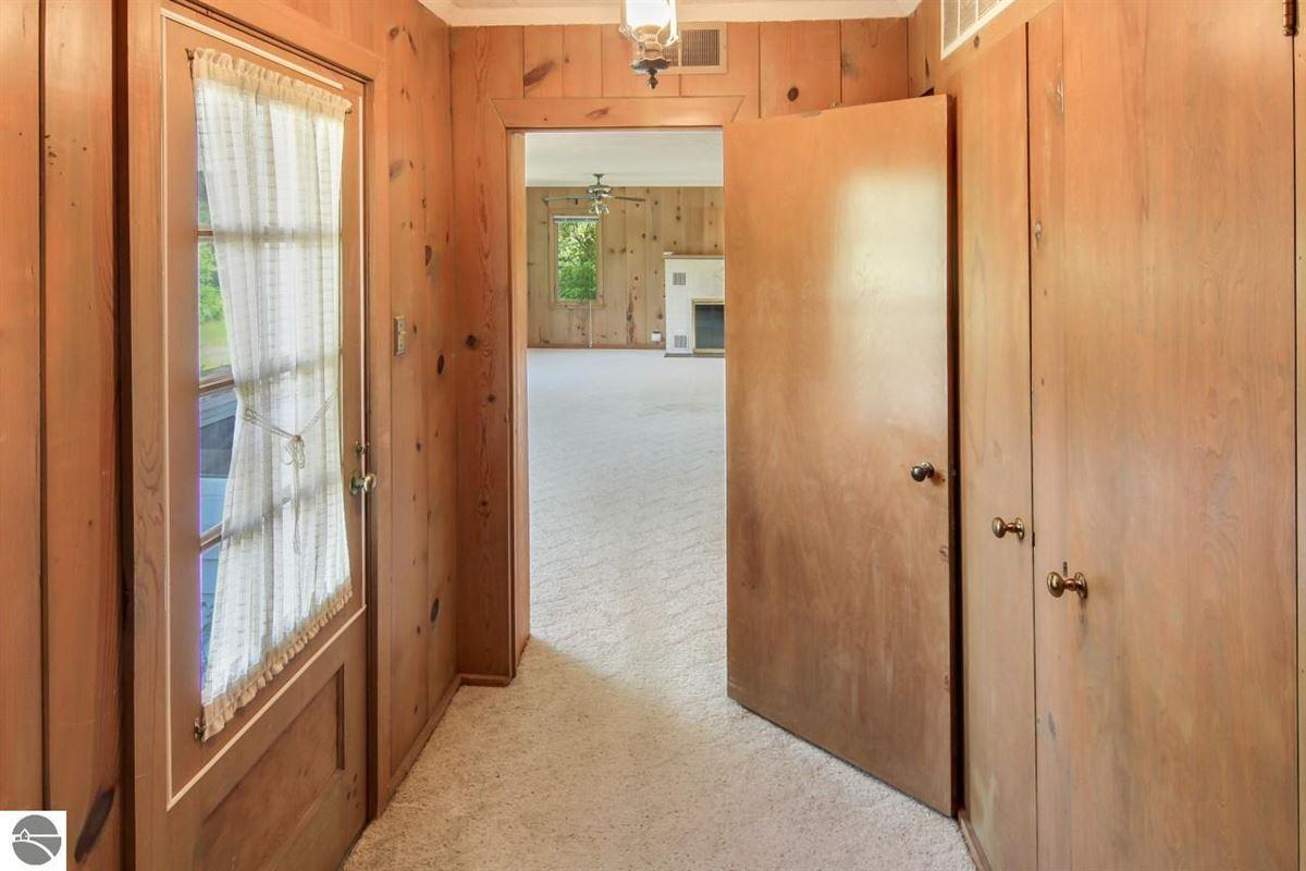 beautiful estate-size parcel in Glen Arbor mansions