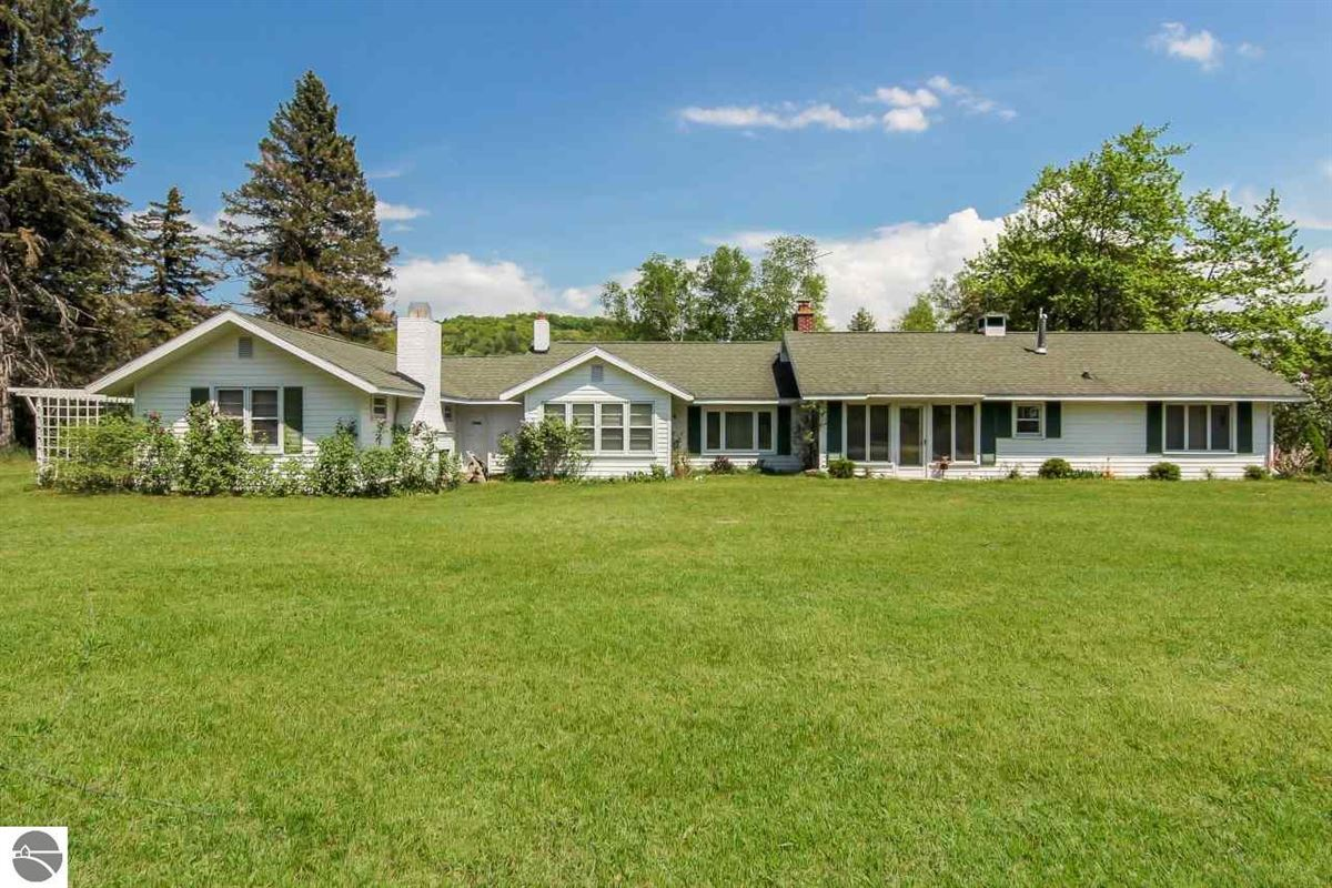 Mansions in beautiful estate-size parcel in Glen Arbor