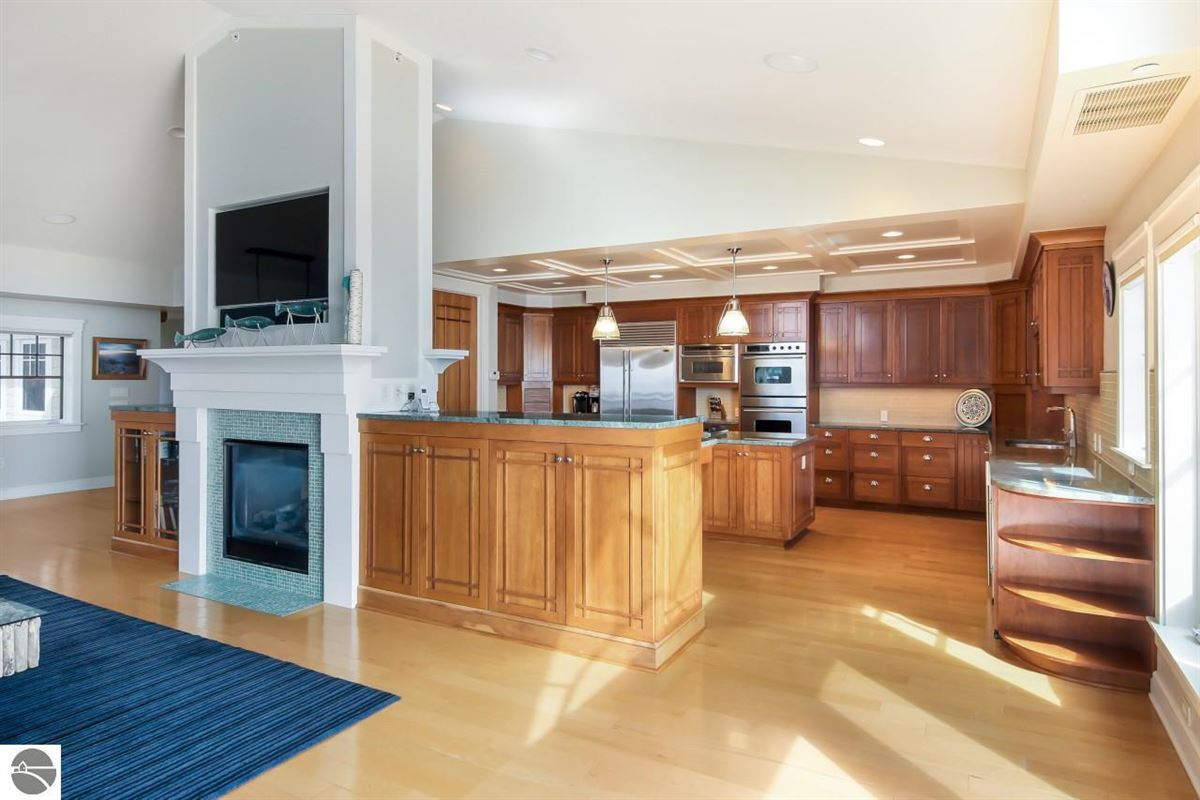 Mansions beautifully appointed waterfront penthouse condo