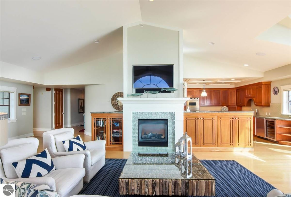 beautifully appointed waterfront penthouse condo mansions