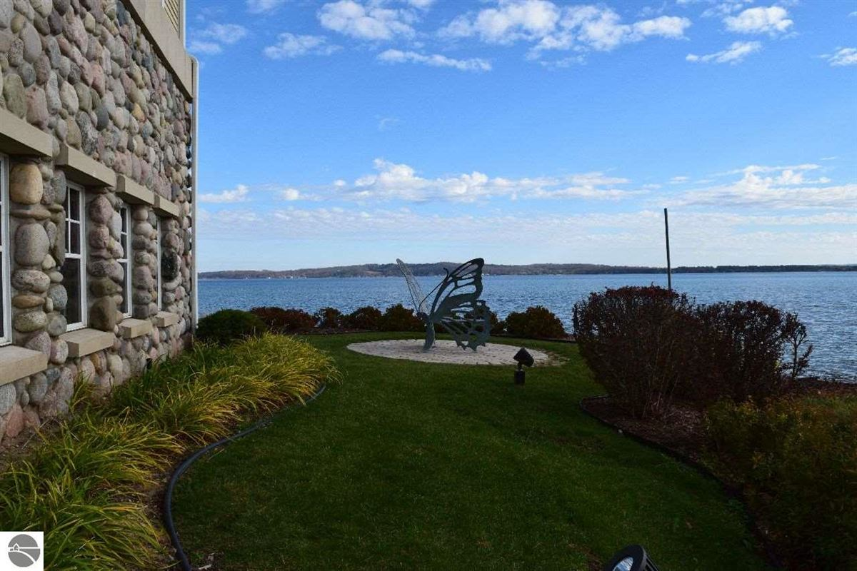 beautifully appointed waterfront penthouse condo luxury homes