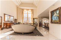Luxury homes in Luxurious custom home