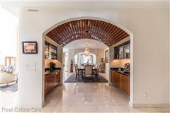 Luxury homes Luxurious custom home