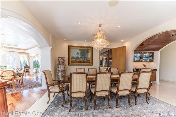 Luxury properties Luxurious custom home