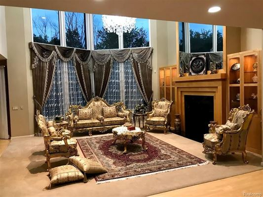 Luxury properties most exquisite house in Farmington Hills