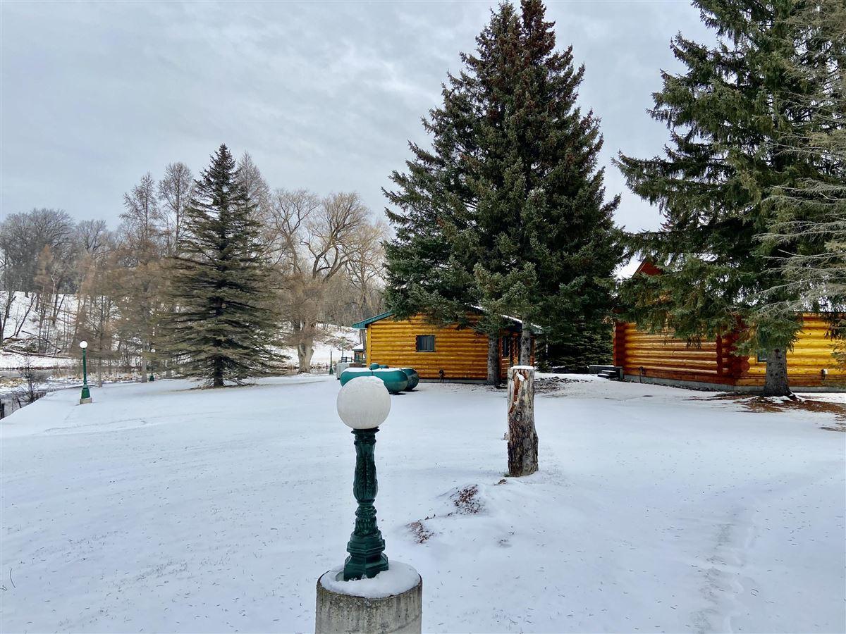 prestigious log home and 400 acres luxury homes