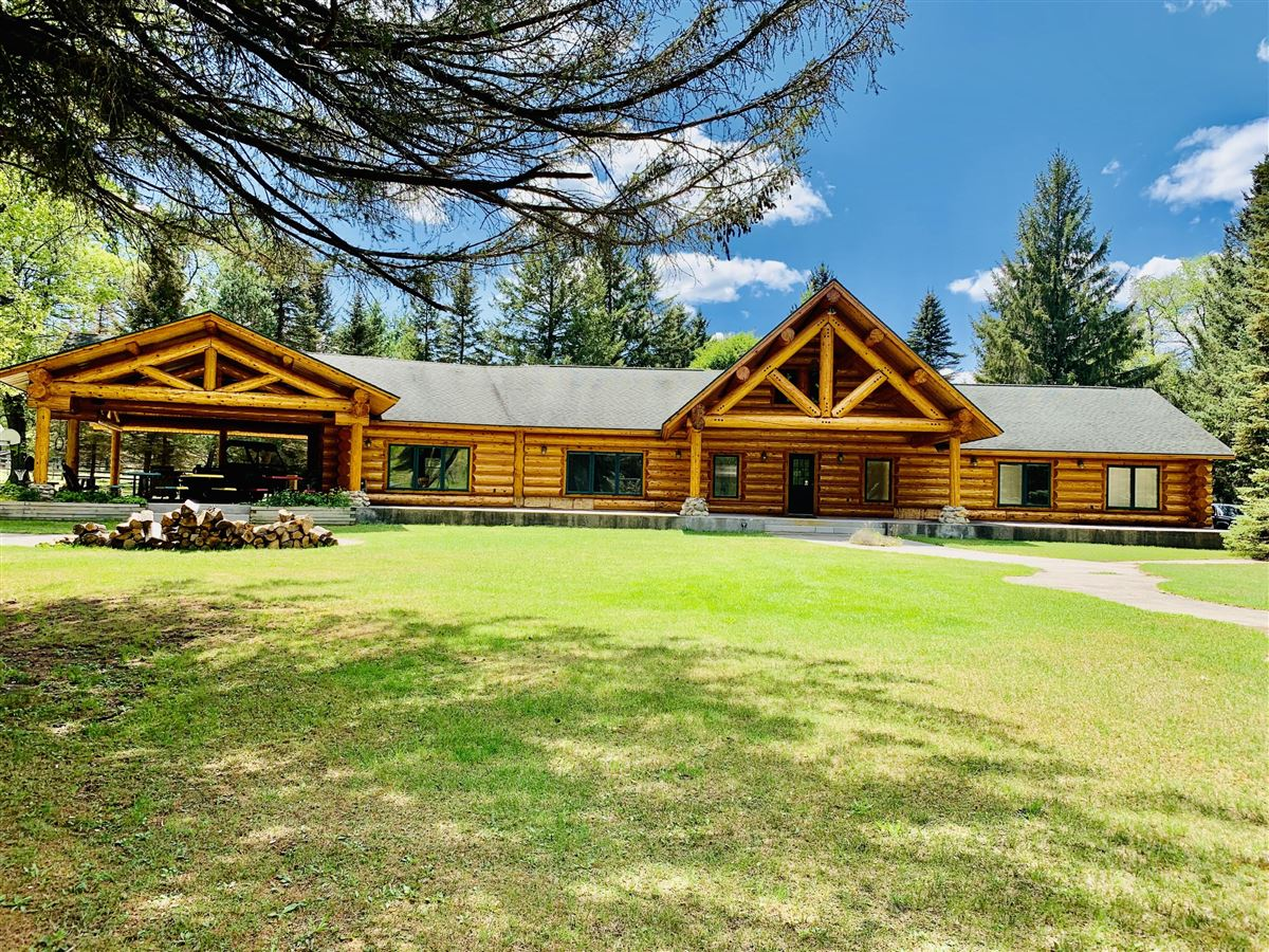 prestigious log home and 400 acres luxury homes