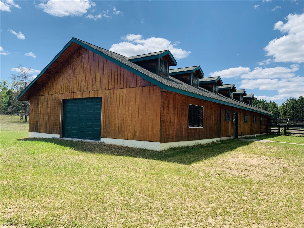 Mansions in prestigious log home and 400 acres