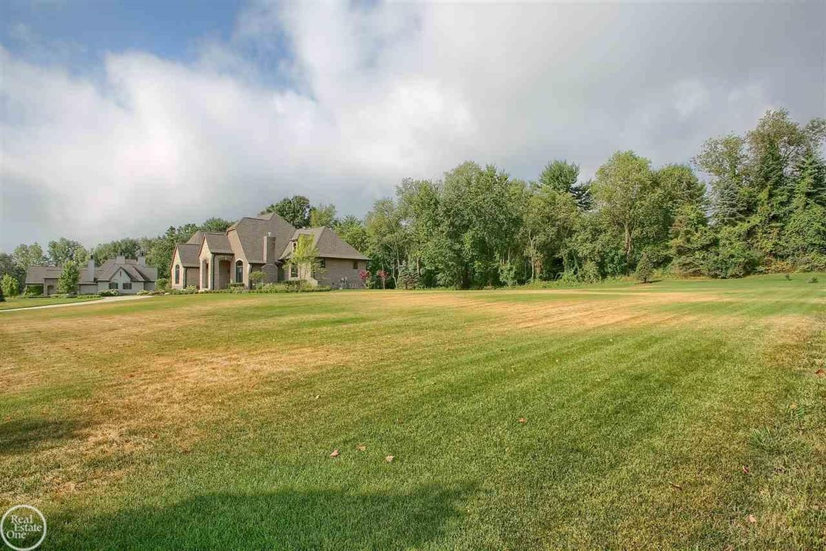 Luxury homes in ranch on over 2 private acres