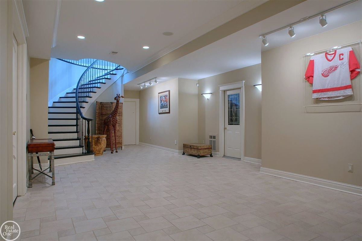Luxury homes in custom-built home in Orchard Ridge