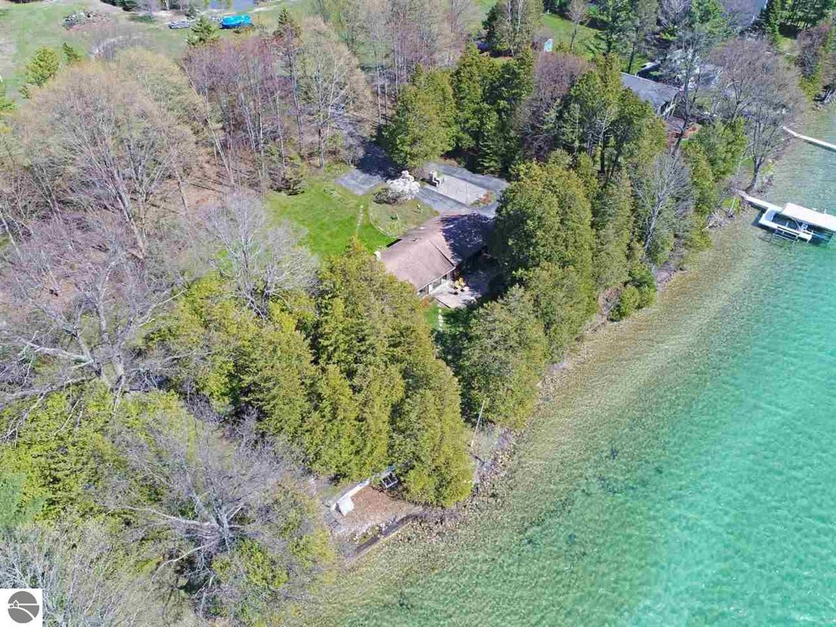 Luxury real estate PRIVATE ELK LAKE FRONTAGE property