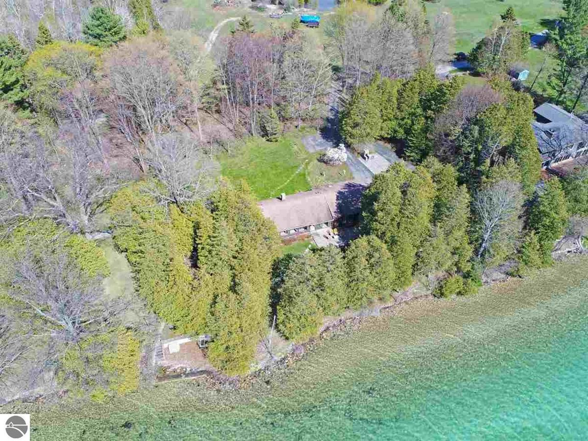PRIVATE ELK LAKE FRONTAGE property luxury real estate