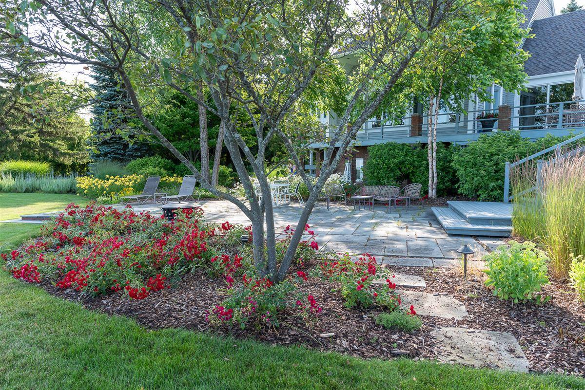 Northern Michigan lakefront home luxury properties