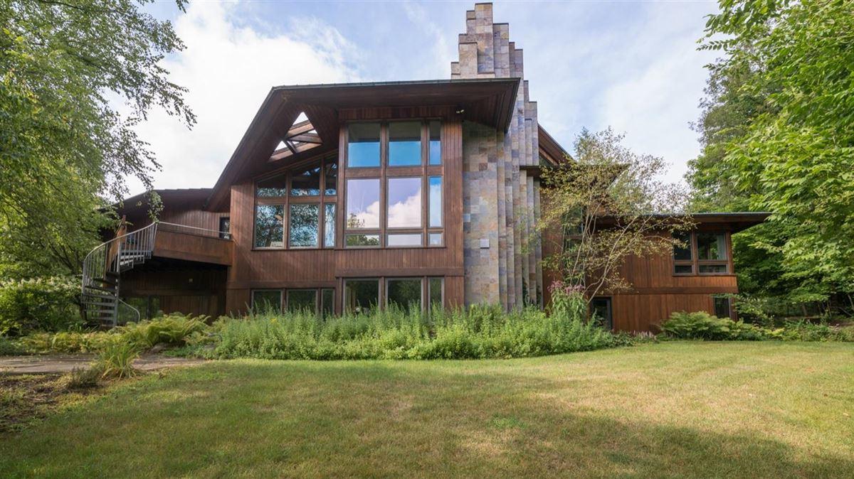 Frank Lloyd Wright Inspired Houses frank lloyd wright inspired contemporary on eight serene