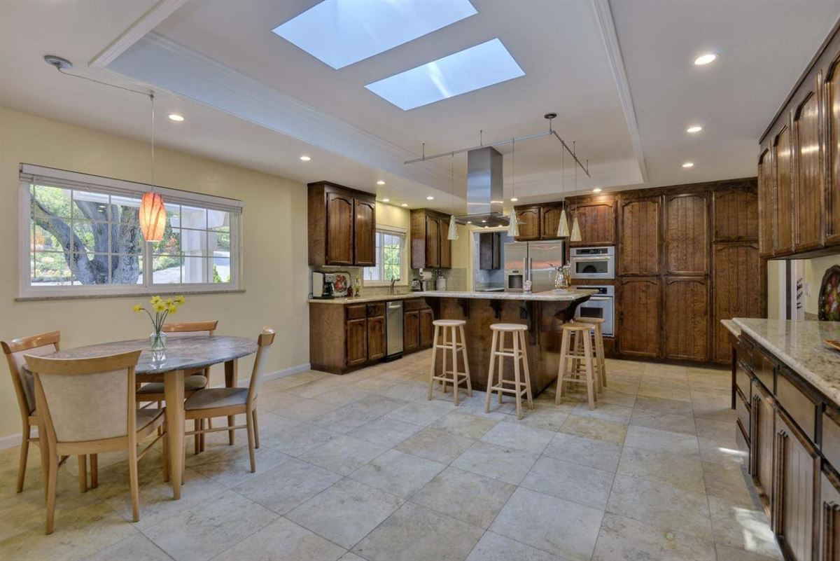 Mansions prestigious Palo Alto Hills property