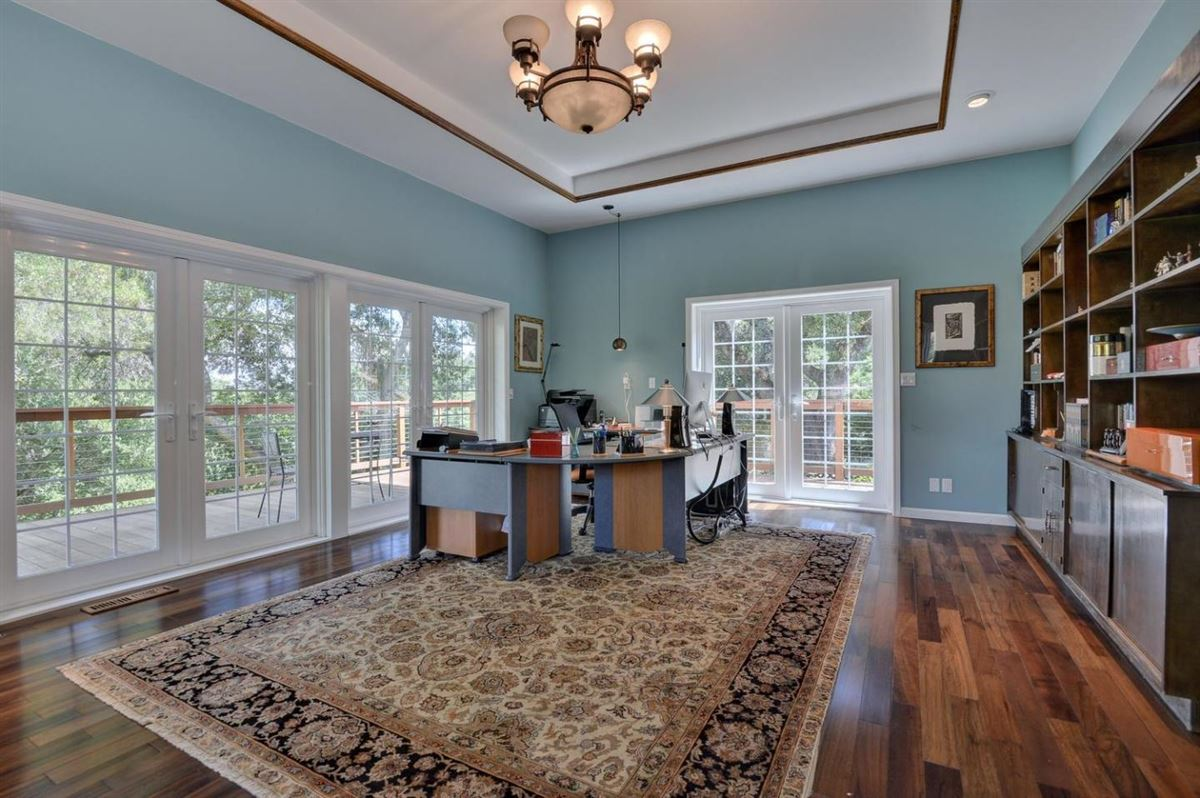 prestigious Palo Alto Hills property mansions