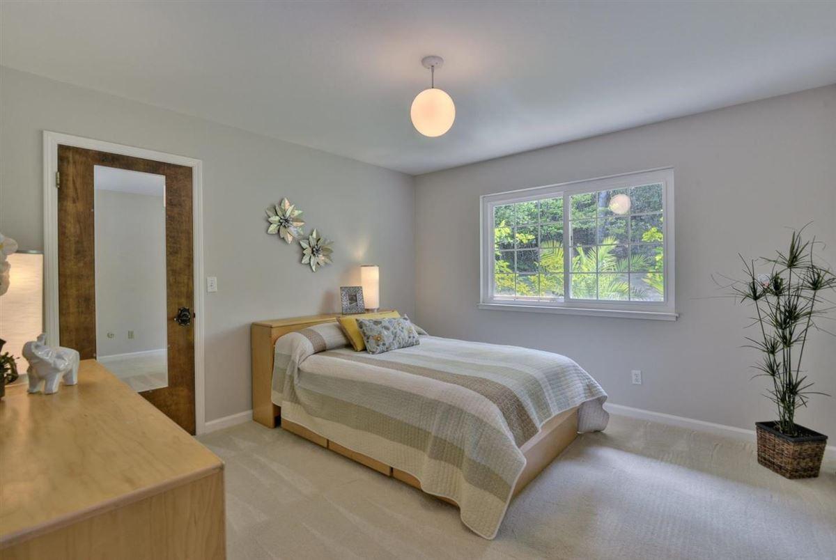 Mansions in prestigious Palo Alto Hills property