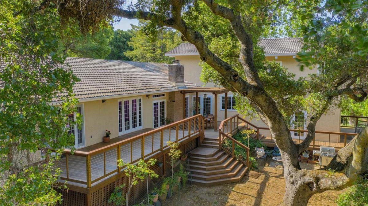 Luxury homes in prestigious Palo Alto Hills property