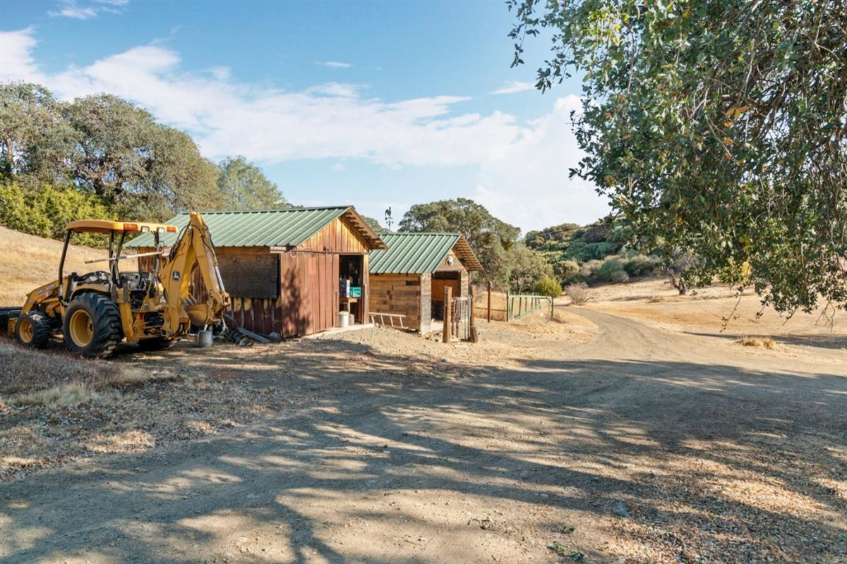 private and secluded 103 acre rural ranch mansions