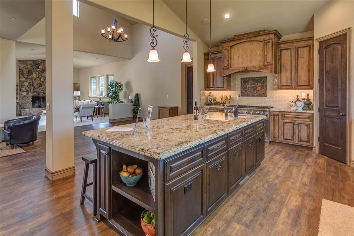 Luxury homes Brand new Tuscan home on 10 beautiful horse property acres
