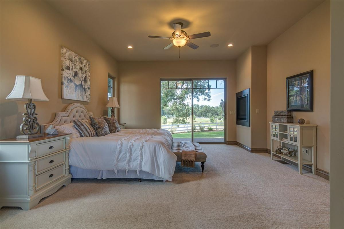 Luxury properties Brand new Tuscan home on 10 beautiful horse property acres