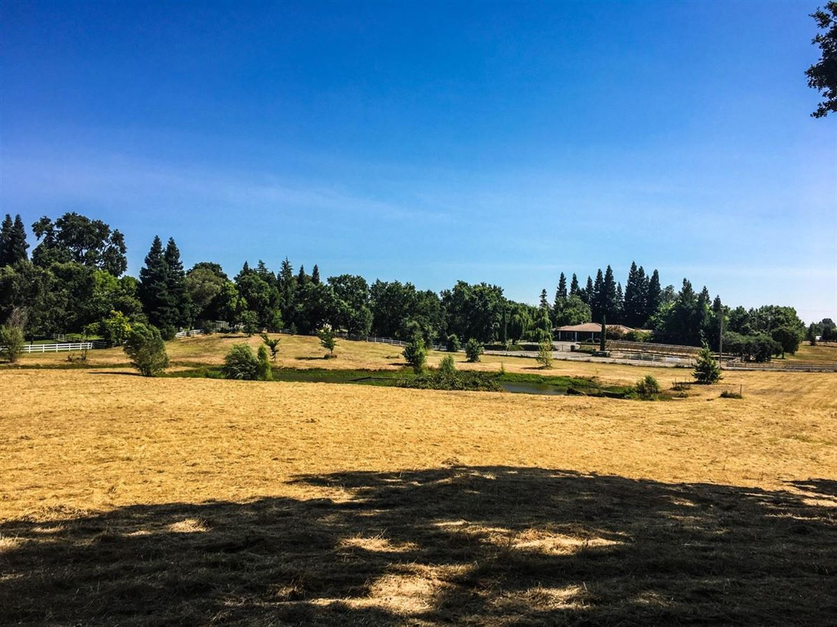 Mansions in Brand new Tuscan home on 10 beautiful horse property acres