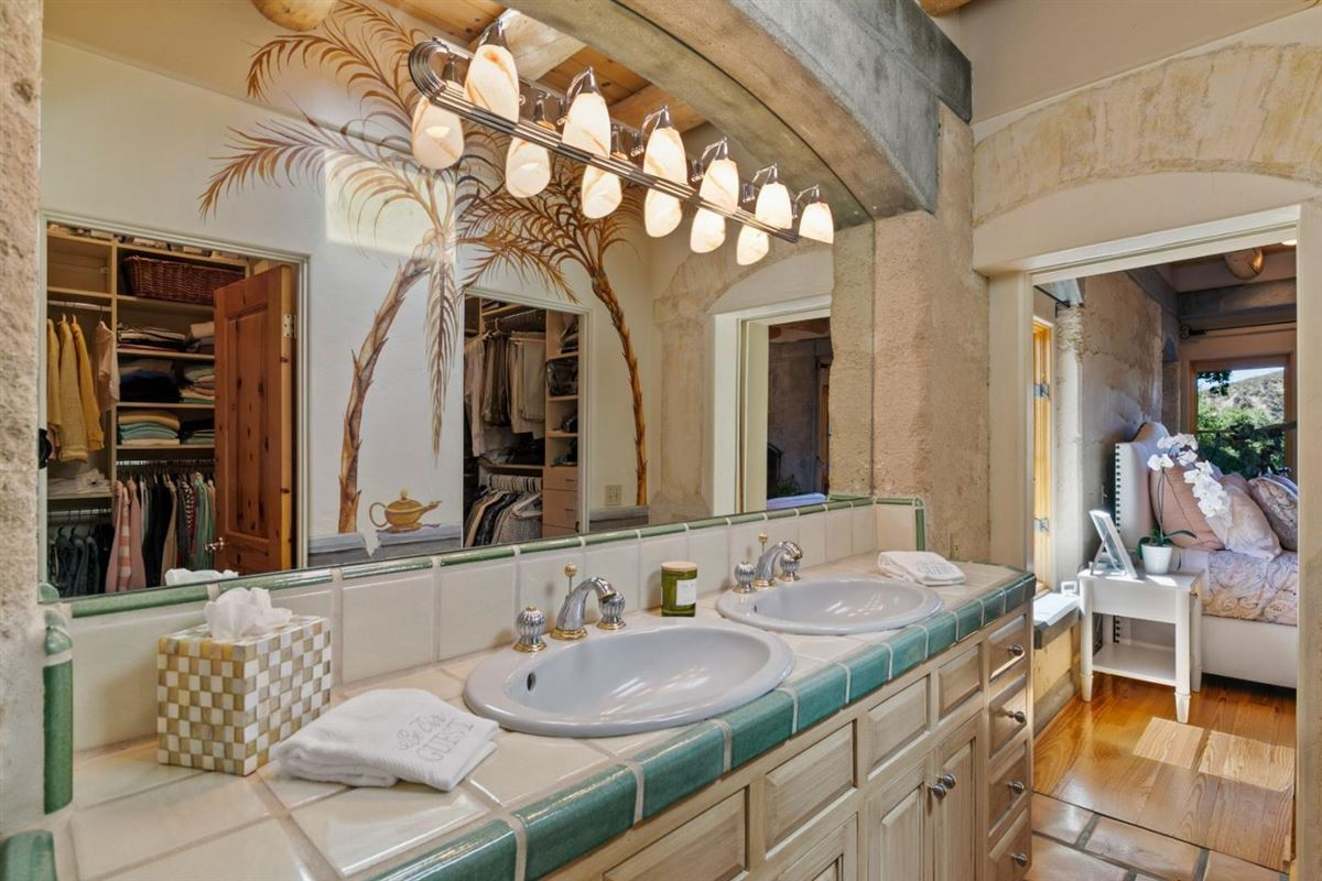 Welcome to Casa Tierra luxury real estate