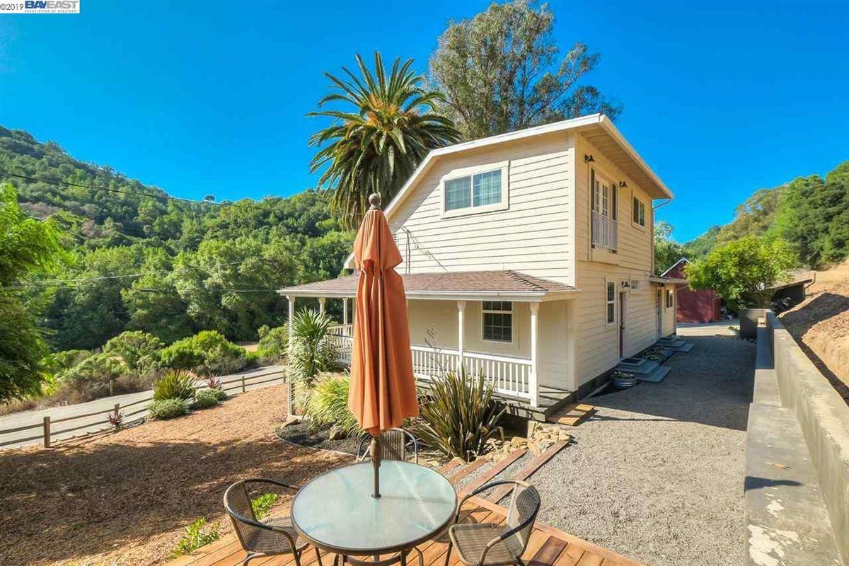 Beautiful Canyon Home Close to Town luxury properties