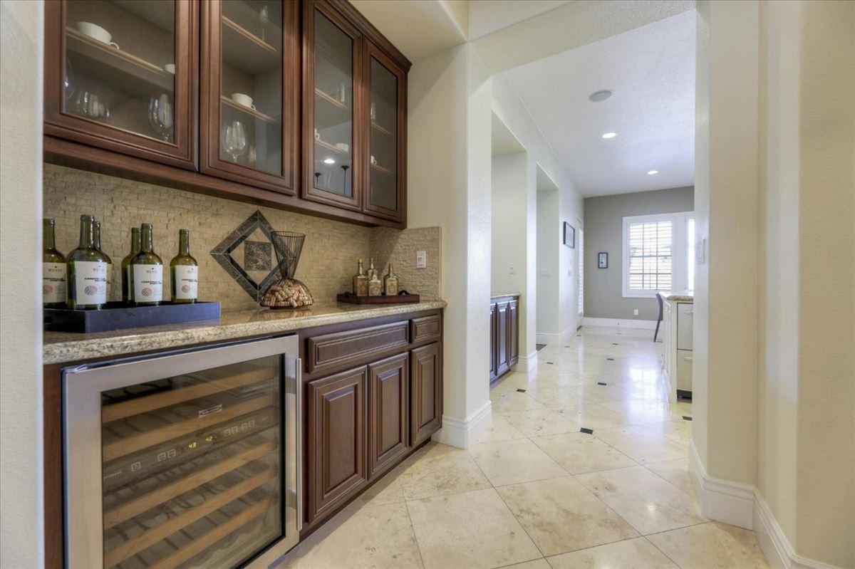 Luxury properties Luxurious vineyard estate