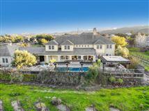 Mansions in Luxurious vineyard estate