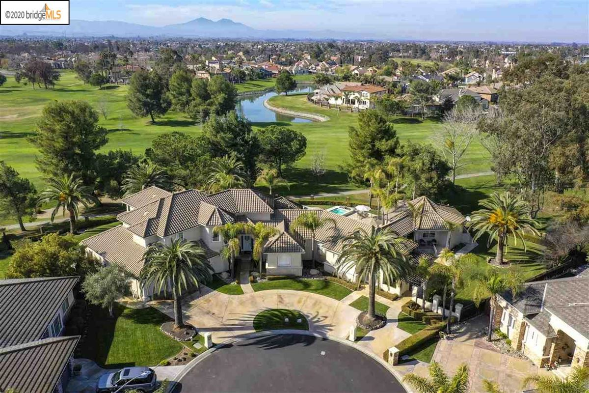 custom estate home in Discovery Bay Golf and Country Club mansions