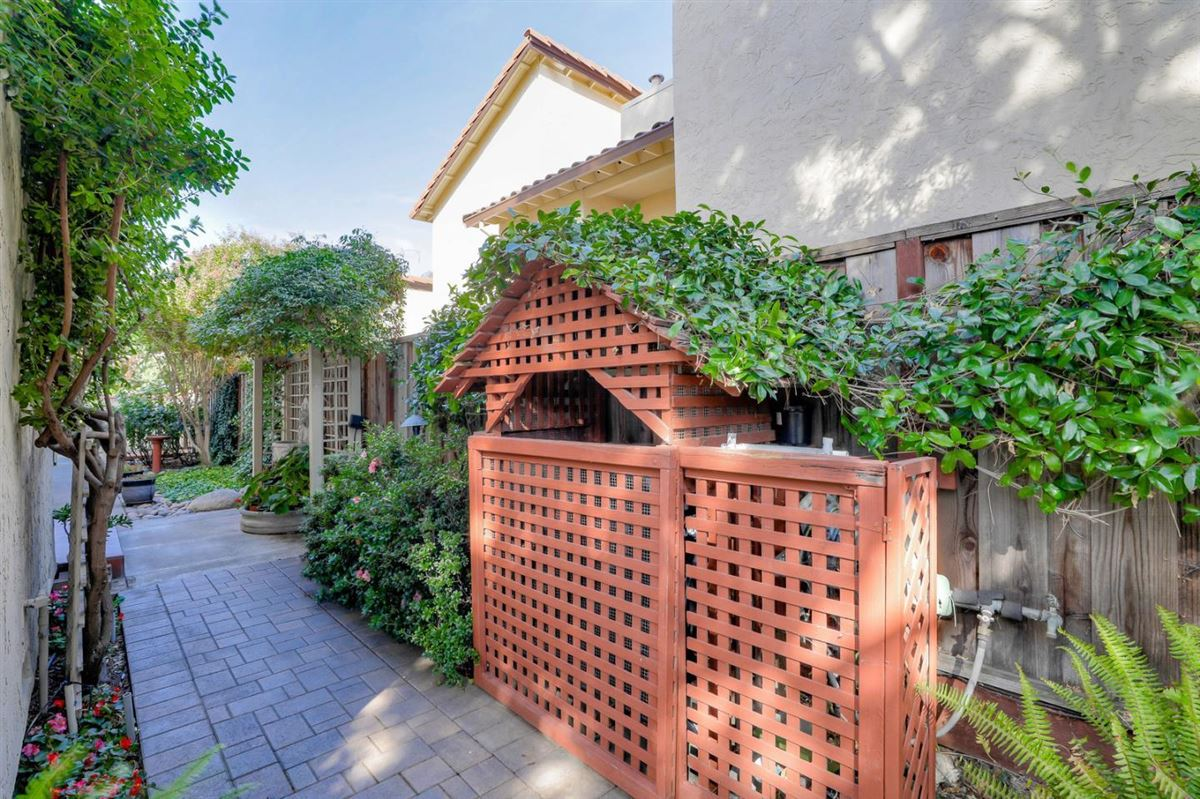 Luxury homes a private and peaceful home