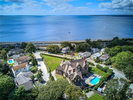 Luxury homes Beach front grandview at its Best