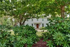 Mansions in  impeccably renovated classic property