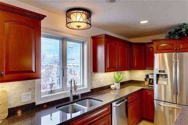 Luxury homes in newer HOME with spectacular views