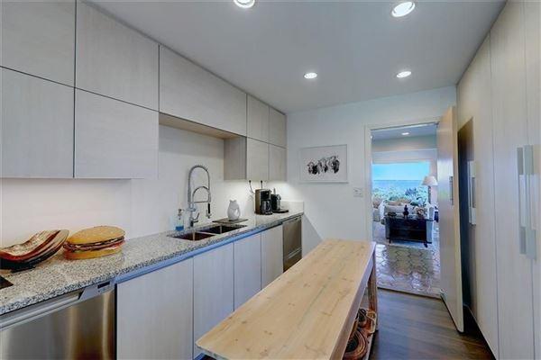 Luxury properties waterfront estate in Bristol Highlands