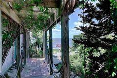 waterfront estate in Bristol Highlands mansions